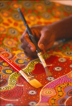 is an aboriginal art painting. Many aboriginals used to do this before the first fleet came and some still do it now. Aboriginal Dot Painting, Aboriginal Artists, Indigenous Australian Art, Indigenous Art, Art Tribal, Arte Country, Aboriginal Culture, Art Premier, Thinking Day