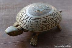 ANTIGUA TORTUGA TIMBRE DE ALFA MAQUINAS DE COSER CON FORMA DE TORTUGA Turtle, Antiques, Sew, Tortoise, Door Bells, Antique Photos, Parts Of The Mass, Shapes, Antiquities