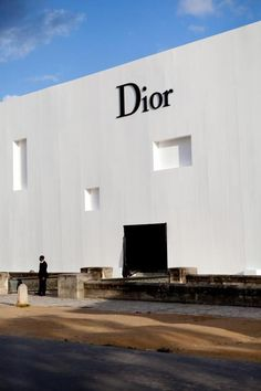 outside Dior RTW Spring 2013