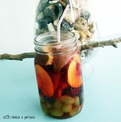 leave out the wine for a kid friendly version. Great for picnics. Candy Drinks, Yummy Drinks, Yummy Food, Spiked Cider, Non Alcoholic Drinks, Beverages, Apple Sangria, White Sangria, Wine Tasting Party
