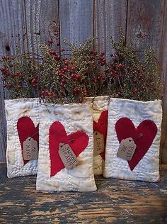 Prim-Valentines-Antique-Cutter-Quilt-Pockets-Bags-with-Sweet-Annie-Rosehips