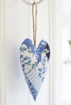 Sew a memory heart <3  Create a memory heart using scraps of fabric from old garments that mean something to you!   Cute!!