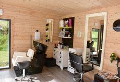 Home Beauty Salon, Home Hair Salons, Hair Salon Interior, Beauty Salon Decor, Salon Interior Design, Home Salon, Small Beauty Salon Ideas, Small Hair Salon, Hair And Nail Salon