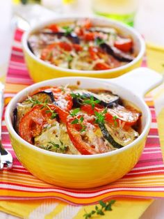 Oven Baked Ratatouille with Mixed Herb Pesto. Ratatouille, that Mediterranean melange of sweet peppers, tomatoes, zucchini and eggplant, is a perfect goodbye to summer dish. Zucchini, Clean Eating, Healthy Eating, Summer Dishes, Cooking Recipes, Healthy Recipes, Stuffed Sweet Peppers, Mozzarella, Love Food