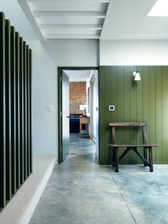 Interior Color Pop Ideas For Modern Homes. Browse inspirational photos of modern homes. From midcentury modern to prefab housing and renovations, these stylish spaces suit every taste. Home Interior, Interior Architecture, Interior Design, Farmhouse Interior, Garden Architecture, Timber Panelling, Wall Panelling, Painted Panelling, Modern Wall Paneling