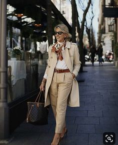 Best Fashion Tips For Women Over 60 - Fashion Trends Over 60 Fashion, Over 50 Womens Fashion, 50 Fashion, Plus Size Fashion, Fashion Outfits, Fashion Trends, Fashion Bloggers, Fashion Boots, Fall Fashion