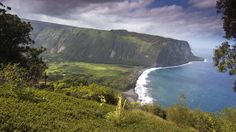Top 10  Hawaii Big Island Experiences  Waipio Valley from lookout.