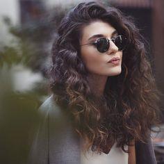 Totally Chic and Beautiful Curly Hairstyles Total schicke und schöne lockige Frisuren Frisuren & Frisuren 2016 – 2017 Hairstyles Haircuts, Trendy Hairstyles, Braided Hairstyles, Newest Hairstyles, Glasses Hairstyles, Amazing Hairstyles, Long Haircuts, Layered Haircuts, Wedding Hairstyles