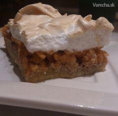 Jablkovo-orechový koláč so snehom