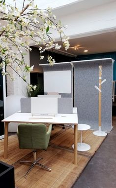STORY WALL is a classic space divider re-invented. It comes with felt to make it acoustic and sound-friendly. Office Furniture, Office Desk, Space Dividers, Wall Spaces, Office Interiors, Acoustic, Interior Design, Table, Home Decor