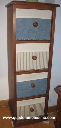 Mesa de madera de pino sin tratar decorada con pintura a for Muebles de madera sin tratar