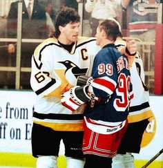 Jaromir Jagr embraces Wayne Gretzky after the Great One's final game in I remember Gretzky saying that it was right that Jagr had scored the game winning goal because he was the best player in the league. Ice Hockey Teams, Hockey Goalie, Hockey Games, Hockey Players, Hockey Stuff, Funny Hockey, Rangers Hockey, Hockey Boards, Lets Go Pens