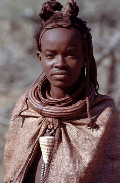 Africa | Himba woman.  Namibia | ©Pietro D'Angelo