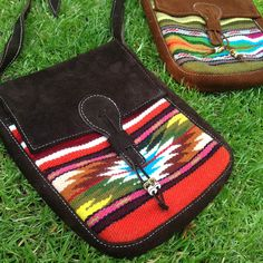 Handgemachte Umhängetaschen aus Ecuador, fairtrade und handgewebt. Jede Tasche ein Unikat. amalo fairtrade #fairtrade #fairfashion #ethicalfashion #ledertasche #ecochic #amodini
