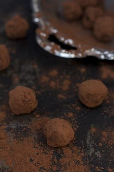 Trufas de chocolate, sin azúcar, sin cocción y veganas. - Raw and vegan chocolate truffles. -  松露巧克力