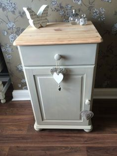 SHABBY CHIC SOLID PINE BEDSIDE CABINET SIDE TABLE LAMP TABLE FARROW AND BALL