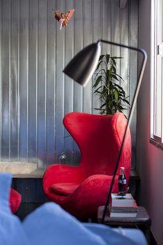 Decoração de: Detalhes; poltrona Egg Vermelha; Casa de Valentina