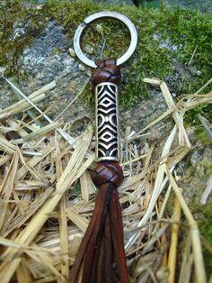 Joyeria-Jewelry Online PlatayAzabache Joyeria Online PlatayAzabache. Joyas Celtas. Llavero Celta Roxu Cuero Trenzado y Metal The Way Crafts