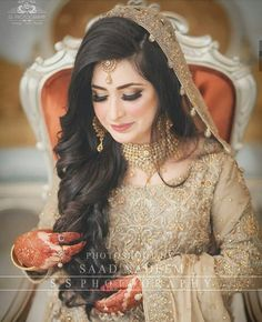 wedding hairstyles pakistani natasha salon for 2019 Pakistani Bridal Makeup Hairstyles, Indian Hairstyles, Pakistani Bridal Dresses, Bride Hairstyles, Pakistani Hair, Wedding Lehnga, Trendy Hairstyles, Bridal Makeup Looks, Bridal Hair And Makeup