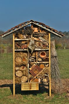1000 images about hotel insectes on pinterest insect hotel bug hotel and bee house. Black Bedroom Furniture Sets. Home Design Ideas