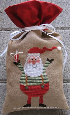 Santa Cross Stitch, Just Cross Stitch, Cross Stitch Finishing, Counted Cross Stitch Patterns, Cross Stitch Designs, Cross Stitch Embroidery, Embroidery Patterns, Cross Stitch Christmas Ornaments, Christmas Embroidery