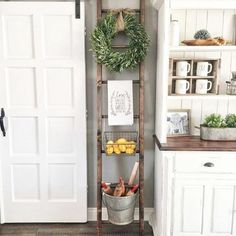 Home Decoration - 37 Great Farmhouse Decoration Ideas To Bring Creative Look - Wallpaper Pinme Country Farmhouse Decor, Farmhouse Chic, Rustic Decor, Farmhouse Ideas, Vintage Farmhouse, Country Kitchen, Rustic Kitchen, Rustic Style, Vintage Decor