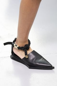 Sacai Spring 2020 Men's Fashion Show Details. Designer menswear looks from Chitose Abe from Spring 2020 Men's runway shows from Paris Women's Shoes, Hot Shoes, Me Too Shoes, Dress Shoes, Shoes Men, Dress Clothes, Ladies Shoes, Shoes Style, Men Fashion Show