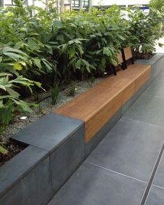 Built in bench Eingebaute Bank - gartenentwurfe - Paisagismo Back Gardens, Outdoor Gardens, Backyard Ideas For Small Yards, Built In Bench, Outdoor Garden Furniture, Garden Seating, Backyard Landscaping, Garden Inspiration, Landscape Design