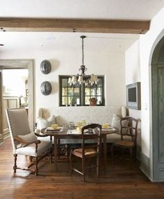 bench for dining room table -- Breakfast Room - traditional - dining room - birmingham - Tracery Interiors Kitchen Banquette, Banquette Seating, Dining Nook, Dining Chairs, Dining Table, Dining Corner, Oval Table, Kitchen Nook, Kitchen Tables