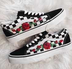 de35d8383c Rose Buds Checkered Unisex Custom Rose Embroidered-Patch Vans Old-Skool  Sneakers Mens and Womens Size…