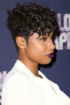 10 Prettiest Natural Hair Styles: Jennifer Hudson; A pixie-meets-faux hawk isn't easy to pull off. Follow Hudson's lead with curly, lash-skimming bangs and plenty of shine.