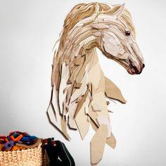 Bonita pieza decorativa inspirada en la belleza del caballo con formas poligonales / Beautiful decorative piece inspired on the beauty of the horse with poligonal shapes