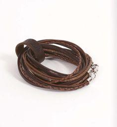 Pimps & Pearls handgemaakte leren armband model Moesss Pure. De leren armband kan zowel als armband, ketting, heupriempje en als laarssieraad gedragen worden. Kortom, Stoer & Stijlvol! - NummerZestien.eu
