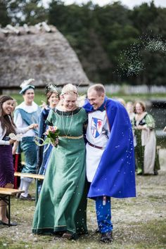 My Medieval Wedding - Family Portraits and Strawberry Champagne. Renaissance Wedding, Renaissance Fair, Gothic Wedding, Fantasy Wedding, Geek Wedding, Wedding Trends, Dream Wedding, Wedding Ideas, Black Wedding Dresses