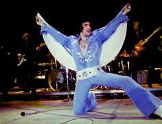 Elvis ending his show in Hampton road april 9 1972.
