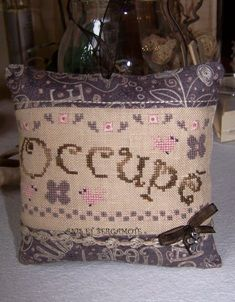 A&B-79 Libre ou Occupé ? Points, Burlap, Creations, Reusable Tote Bags, Patchwork Fabric, Bergamot Orange, Haberdashery, Jewelry Designer, Embroidery