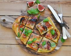 I love pizza. I simply can't get enough of this delicious and genius food. Seriously you can vary it as crazy as you wish to. You can make all different kind of versions; gourmet, cheap, vegan, veg...