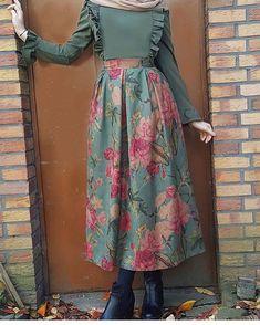 Skirt outfits hijab abayas New ideas Modern Hijab Fashion, Abaya Fashion, Muslim Fashion, Modest Fashion, Fashion Dresses, Hijab Dress Party, Hijab Style Dress, Hijab Chic, Moslem