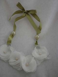 DIY white organza flower and ribbon necklace for wedding and party.