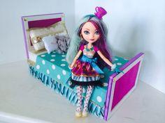 Doll Crafts, Fun Crafts, Monster High Beds, Monster High Dollhouse, Ever After High, Doll Furniture, Room Decor Bedroom, Barbie Dolls, Toddler Bed