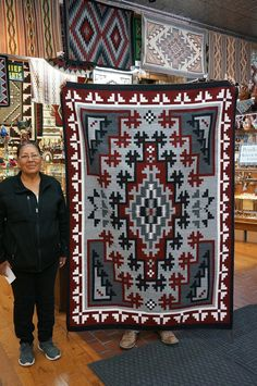 Navajo Weaving, Navajo Rugs, Hand Weaving, Tapestry Crochet Patterns, Weaving Patterns, Native American Rugs, Native American Indians, Indian Rugs, Indian Art