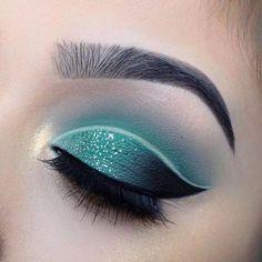 @evatornado cut crease green and black eye makeup