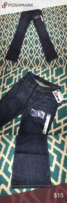 Lee Curvy Fit Jeans 👖 New with tags!! These Lee Curvy Fit Jeans are amazing! Size 6 Long. In bootcut style, no gap waistband!! 🙋🏼👖 Lee Jeans Boot Cut