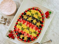 Healthy Easter Dessert Recipe: Egg-Shaped Fruit Pizza >> http://blog.hgtv.com/design/2015/04/01/hgtv-crafternoon-easter-egg-shaped-fruit-pizza/?soc=pinterest