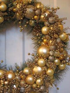 Gold Heirloom Christmas Wreath