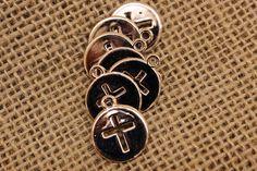 Σταυρός Rose Gold  Σταυρός rose gold. Διαστάσεις: 1,5x1,8cm Η συσκευασία περιέχει 50 τεμάχια.