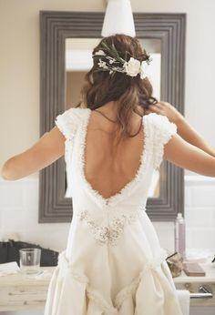 Buenos días! Ya os hablamos hace algún tiempo de la diferencia entre tener un vestido prêt à porter y uno hecho a medida , con sus pros y s...