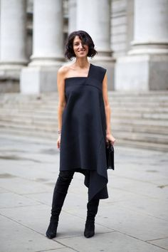 New street style looks in straight from London Fashion Week! See the 30 most stylish from Day women's fashion and street style. London Fashion Weeks, Look Street Style, Spring Street Style, Cool Street Fashion, Street Chic, Estilo Fashion, Ideias Fashion, Over Boots, High Boots