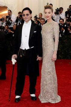 Johnny Depp y Amber Heard (de Giambattista Valli)
