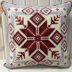 Звезда новогодняя Cross Stitching, Cross Stitch Embroidery, Embroidery Patterns, Cross Stitch Patterns, Crochet Patterns, Crochet Bookmark Pattern, Crochet Bookmarks, Crochet Cushions, Crochet Pillow
